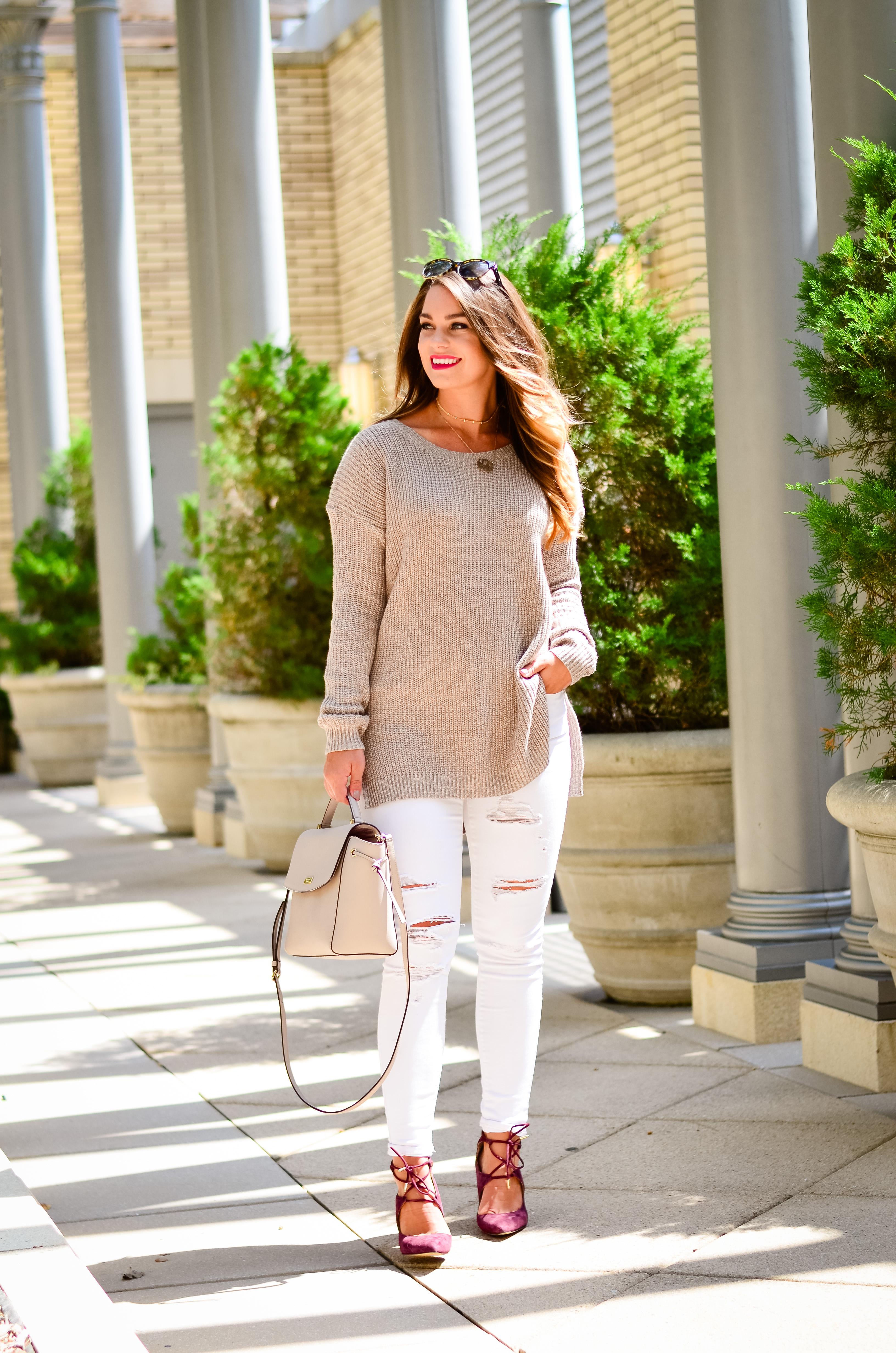 white-denim-oversized-brown-sweater-8