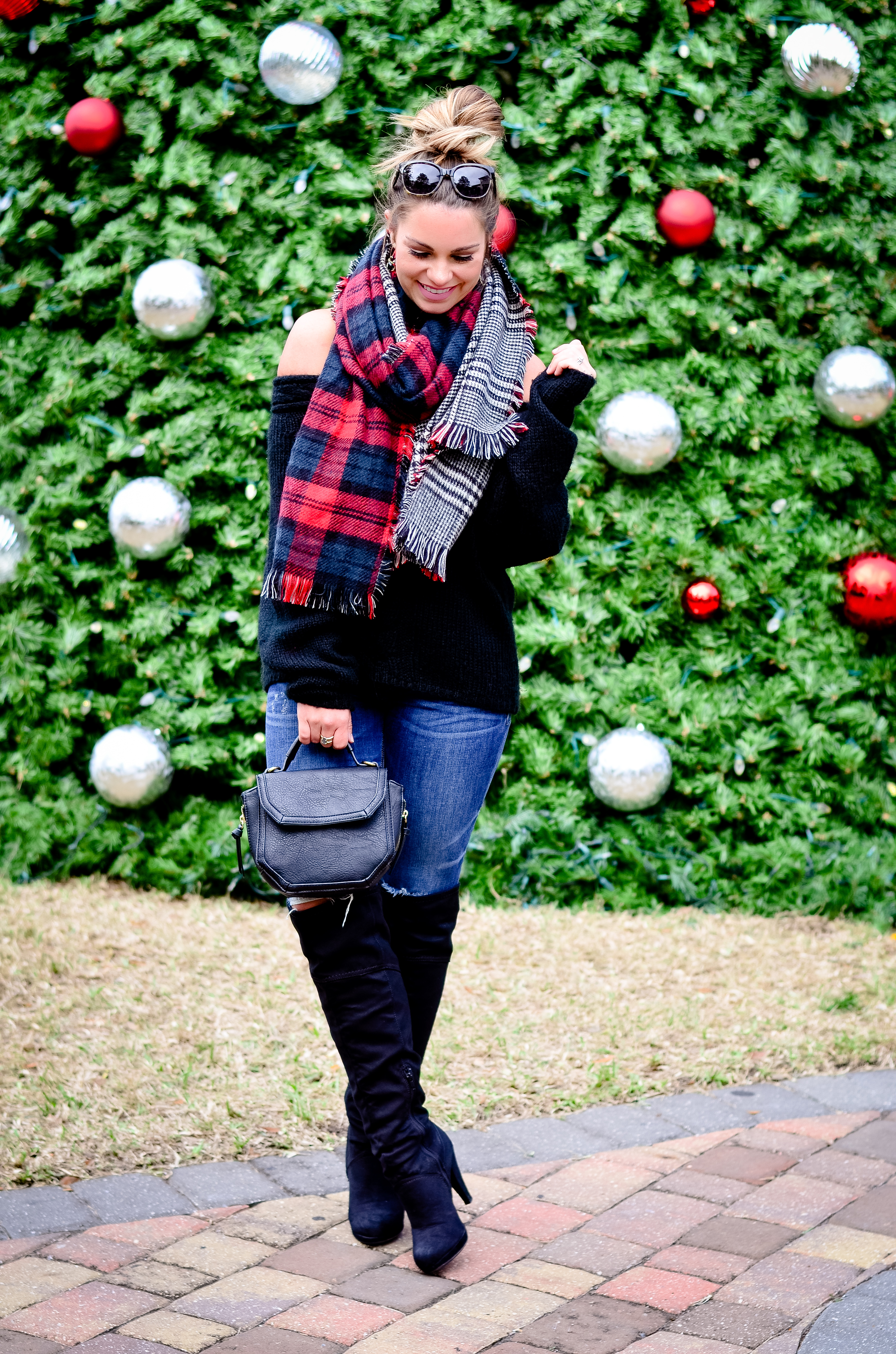 black-off-the-shoulder-sweater-and-christmas-tree-12